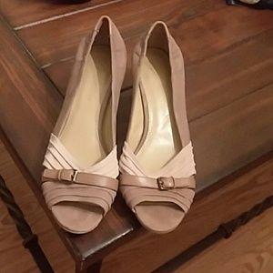 B Makowsky, Ladies leather shoes, size 9 1/2